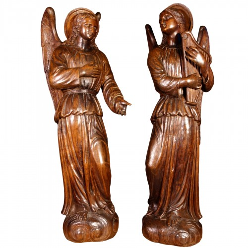 Grand couple d'anges en bois sculpté