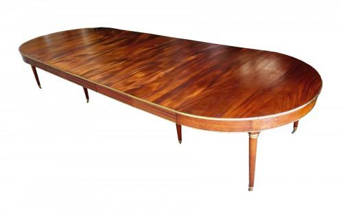 Large mahogany banquet table with Jurande hallmark