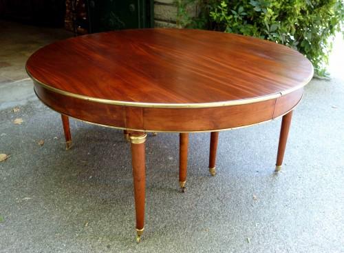 Furniture  - Large mahogany banquet table with Jurande hallmark