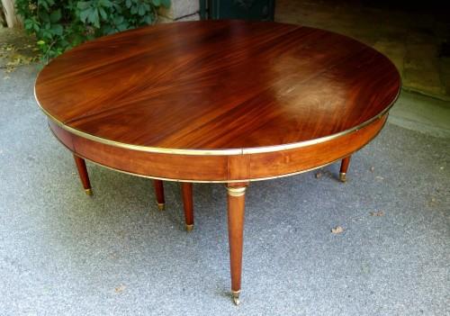 Large mahogany banquet table with Jurande hallmark -