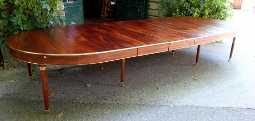 Large mahogany banquet table with Jurande hallmark - Louis XVI