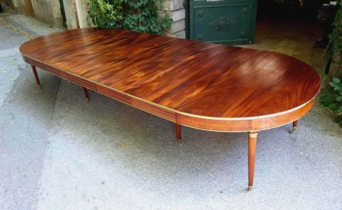 Louis XVI - Large mahogany banquet table with Jurande hallmark