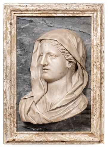 Important profile of a marble vestal, 17th century Italy
