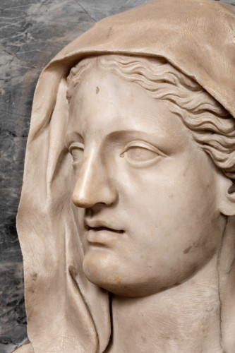 Important profile of a marble vestal, 17th century Italy - Sculpture Style