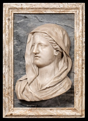 Important profile of a marble vestal, 17th century Italy -