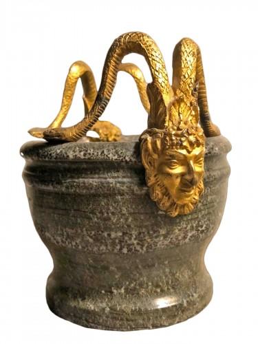 Petit mortier en pierre dure et bronze doré fin XVIII