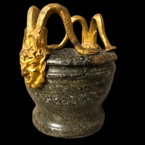 Petit mortier en pierre dure et bronze doré fin XVIII -