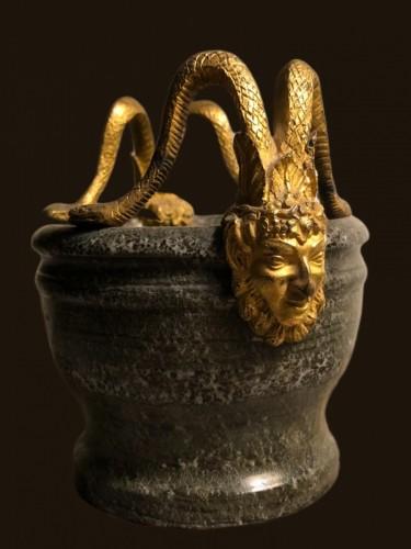 18th century - Petit mortier en pierre dure et bronze doré fin XVIII
