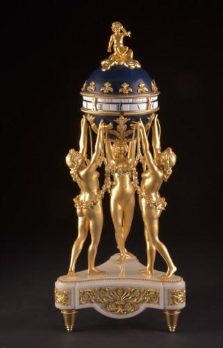 19th century - The 3 Graces, an impressive Cercle Tournant mantel clock