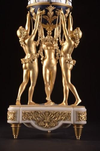 Antiquités - The 3 Graces, an impressive Cercle Tournant mantel clock