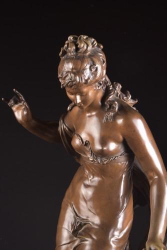 Sculpture  - Jeune fille et oiseau - Mathurin Moreau (1822 -1912)