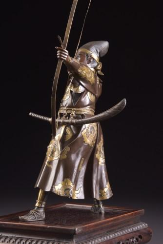 - Fine quality large Meiji period Japanse bronze Samurai with Katana,