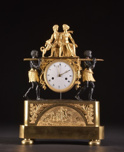 A magnificent Empire mantel clock portraying Paul an Virginie, (1800-1805) - Horology Style Empire