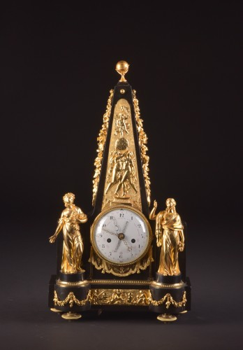 A large rare Obelisk Mantel clock with calendar. Late 18th c - Horology Style Louis XVI