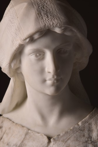 Large two-tone Carrara marble bust of a young woman -