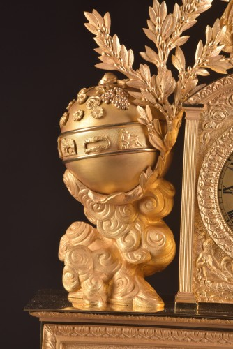 A large French gilt bronze pendule, Fortuna Goddess with the Cornucopia  - Restauration - Charles X