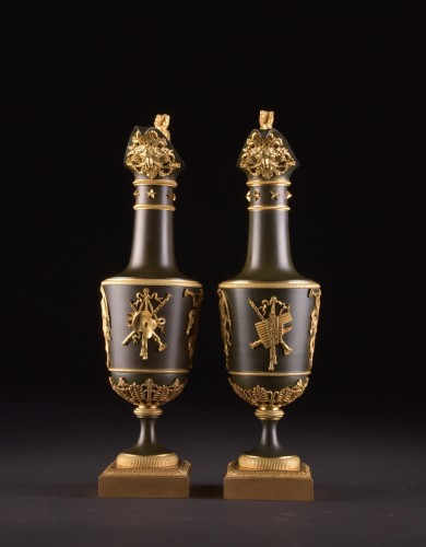 Pair of gilt & patinated bronze ewers, attributed to Claude Galle, ca. 1805 - Decorative Objects Style Empire