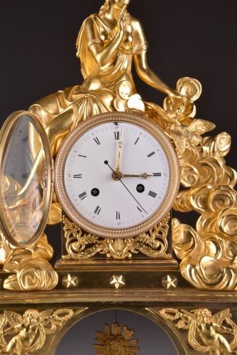 Directoire - A large romantic Directoire pendule with pinnen wheel