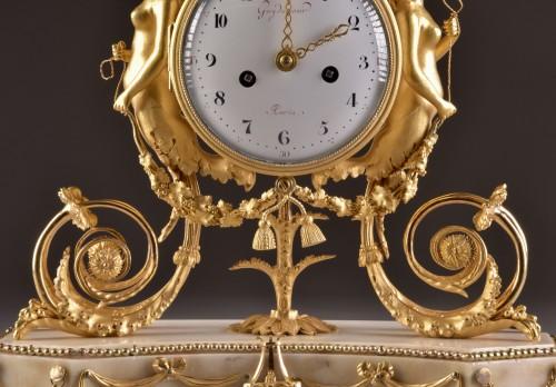 A beautiful marble Louis XVI mantel clock with mermaid and bacchante - Louis XVI