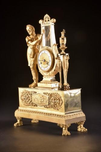 """Empire - A France Empire pendule, """"Apollo play Lier"""""""