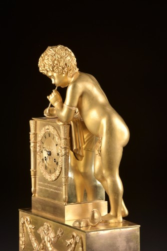 A French Louis Philippe mantel clock with a large putto, circa 1830 - Louis-Philippe