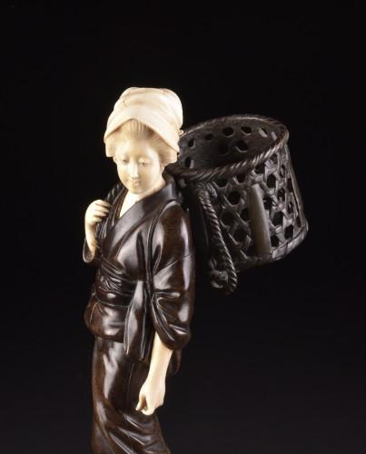 """19th century - Okimono """"Lady with basket"""", Japan Meiji period"""