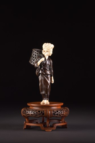 """Antiquités - Okimono """"Lady with basket"""", Japan Meiji period"""
