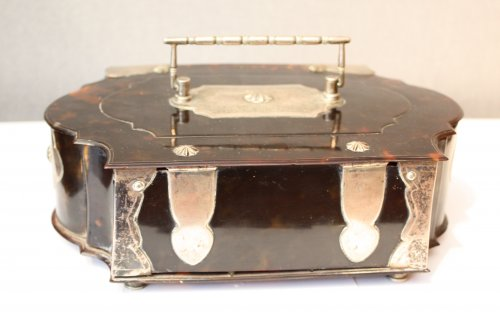 Objects of Vertu  - A Dutch colonial silver-mounted tortoiseshell casket, 18th century