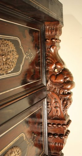 Antiquités - A 19th c. Indo-portuguese ebony and padouk inlaid chest of drawers