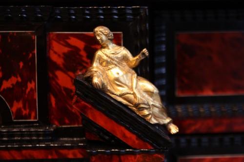 Antiquités - A 17th c Antwerp tortoiseshell cabinet