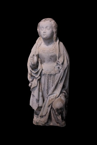 Early 16th century Burgundy carved stone Virgin of the Annunciation - Sculpture Style