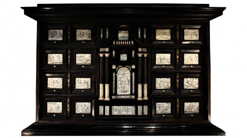 Early 17th c. Neapolitan ebony and engraved ivory cabinet - Furniture Style