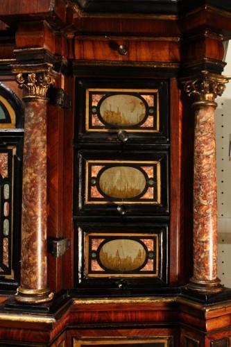 Antiquités - A 17th c. Augsburg hard stones inlaid cabinet