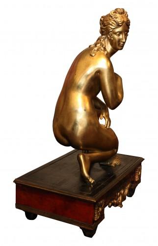 17th century - Late 17th C. Gilt Bronze Crouching Venus