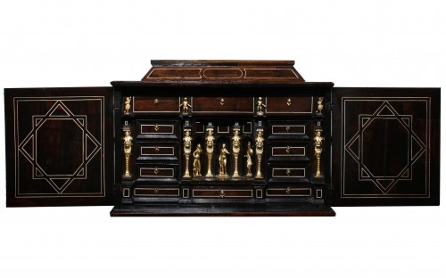 Early 17th Century Augsbourg Rosewood And Ivory Inlaid Cabinet