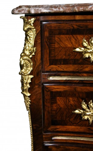 A Louis XV 18th c. guilt-bronze mounted rosewood commode  - Furniture Style Louis XV