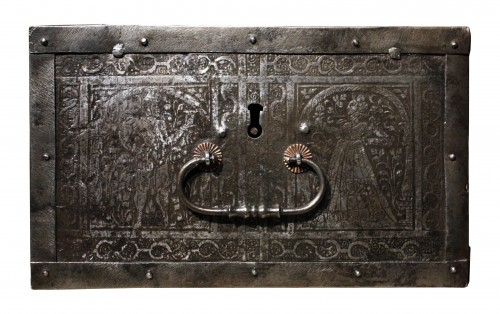 Antiquités - 16th C. Nuremberg Etched Iron Casket