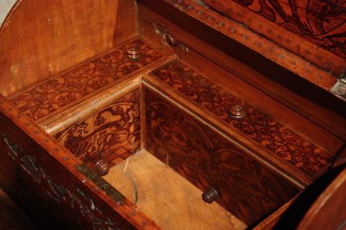 16th century - 16th C. Venetian Cedar Engraved Casket With Secrets