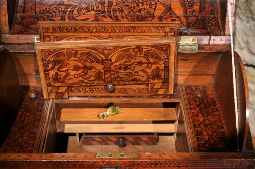 16th C. Venetian Cedar Engraved Casket With Secrets - Renaissance