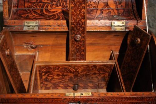 Renaissance - 16th C. Venetian Cedar Engraved Casket With Secrets