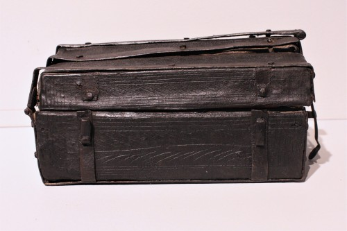 A French 15th c. leather and iron banded casket - Middle age