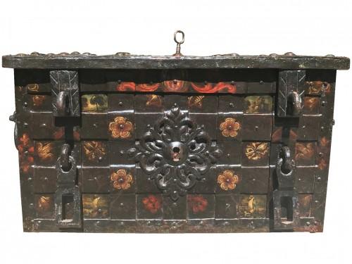 A 17th c. Nuremberg polychrome iron chest - Curiosities Style Louis XIV