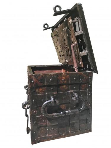 A 17th c. Nuremberg polychrome iron chest - Louis XIV