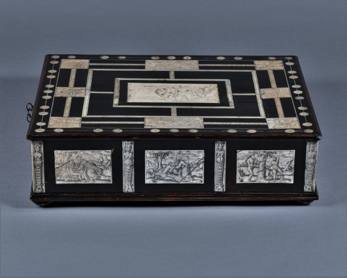 A 17th c. Neapolitan ebony and ivory writing slop - Furniture Style Louis XIII