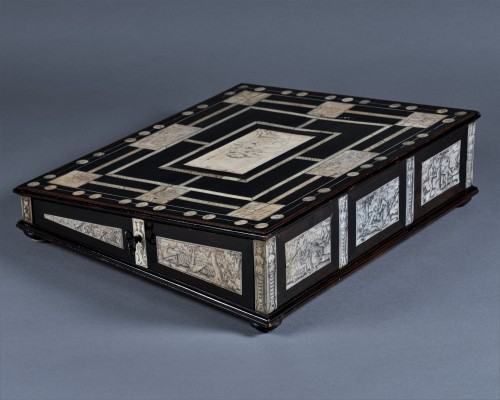 Furniture  - A 17th c. Neapolitan ebony and ivory writing slop