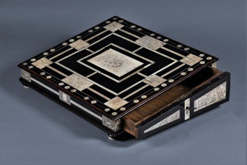 17th century - A 17th c. Neapolitan ebony and ivory writing slop