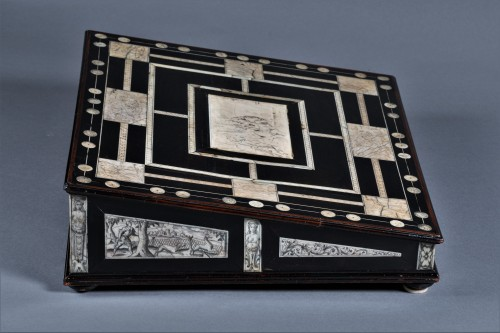 Antiquités - A 17th c. Neapolitan ebony and ivory writing slop