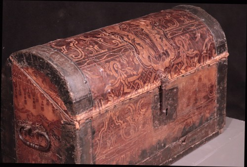 17th century - Leather Travel chest, Central Italy, 17th Century