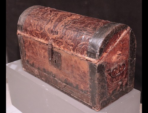 Leather Travel chest, Central Italy, 17th Century - Renaissance