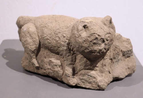 "Antiquités - Stone sculpture ""Feline animal"", 15th century"